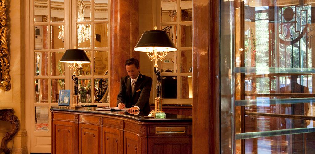 concierge desk madrid ritz